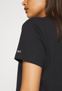 Tommy Jeans - MODERN LINEAR LOGO TEE - Print T-shirt - black - 5