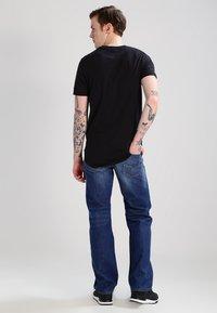 Diesel - LARKEE 008XR - Straight leg jeans - 01 - 2