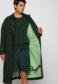 BOSS - ANDO RW - Trenchcoat - open green - 5