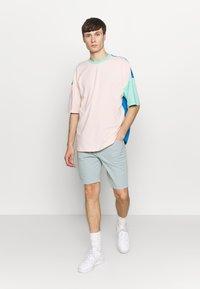 Hummel Hive - UNISEX HMLFERIE  - T-shirts med print - blue aster - 1