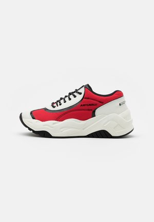 LOGO ON THE SIDE - Trainers - grenadine red