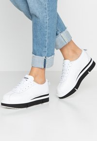 Onitsuka Tiger - Trainers - white - 0