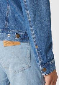 Wrangler - Veste en jean - bora blue - 3