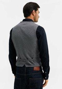 WE Fashion - MET STRUCTUUR - Bodywarmer - grey - 2