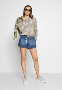 Roxy - GO TO THE BEACH - Denim shorts - medium blue - 1
