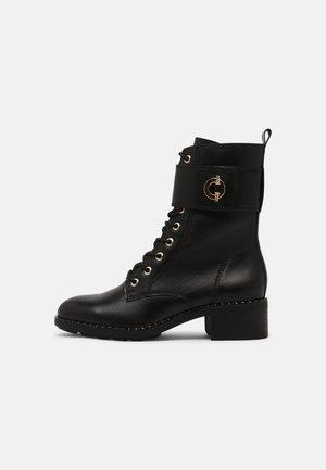 Šněrovací kotníkové boty - black/gold