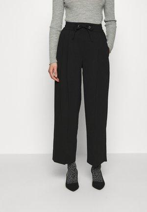 CHERRY JOGGER - Pantaloni sportivi - black