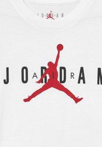 Jordan - BRAND TEE  - T-shirt con stampa - white - 3