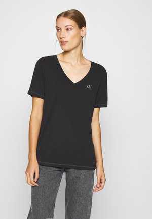 V NECK TEE - T-shirt z nadrukiem - black