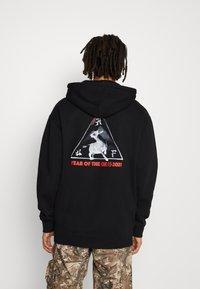 HUF - YEAR OF THE OX HOODIE - Sweatshirts - black - 2