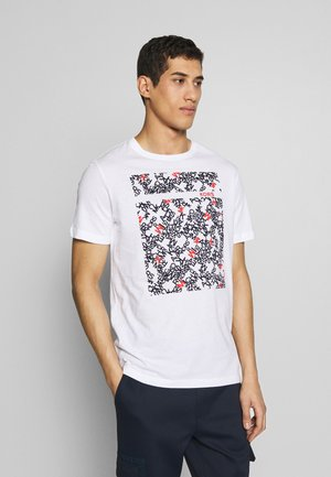 SCATTERED LOGO TEE - T-shirt z nadrukiem - white