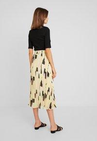 Monki - LAURA PLISSÉ SKIRT - Pliceret nederdel /Nederdele med folder - orange dusty light - 2