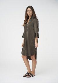 Dea Kudibal - KAMILLE - Shirt dress - dark olive - 1
