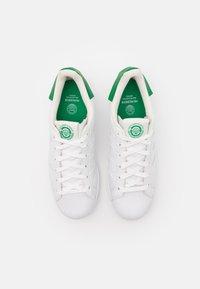 adidas Originals - SUPERSTAR UNISEX - Tenisky - footwear white/offwhite/green - 3