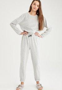 DeFacto - Sweatshirt - grey - 1