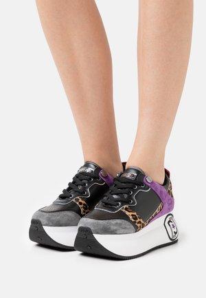 SUPER MAXI - Sneakersy niskie - black