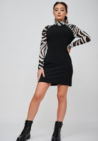 Yan Neo London - THE EOS ZEBRA  - Shift dress - black - 1