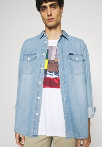 Ben Sherman - CROPPED GUITAR TEE - T-shirts med print - white - 3