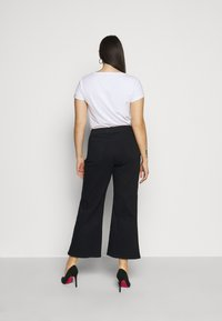 CAPSULE by Simply Be - WIDE LEG - Flared Jeans - black - 2