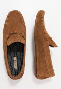 Burton Menswear London - FORD DRIVER - Mokasíny - tan - 1