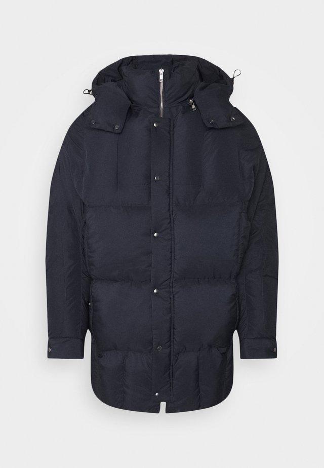 TILES LONG COAT - Zimní bunda - navy