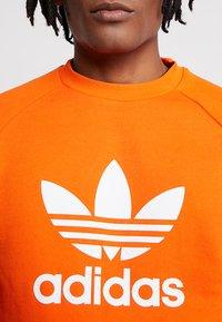 adidas Originals - TREFOIL CREW UNISEX - Sweatshirt - orange - 4