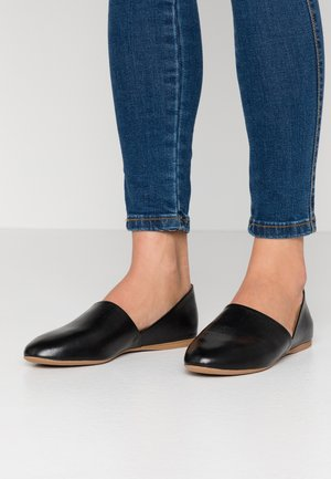 LEATHER SLIP-ONS - Mocasines - black