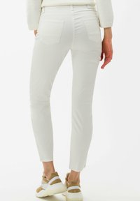 BRAX - STYLE SHAKIRA S - Jeans Skinny Fit - clean off-white - 2