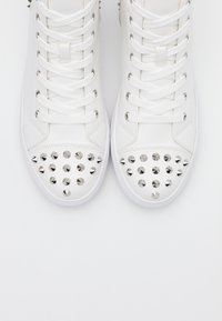 Steve Madden - CORDZ - Sneakersy wysokie - white - 4
