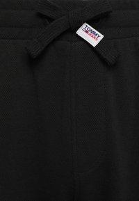 Tommy Jeans - SCANTON PANT - Pantaloni sportivi - black - 2