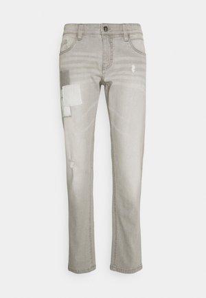 TAYLOR - Slim fit jeans - light grey