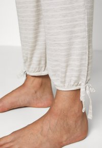 Marks & Spencer London - HANGING STRIPE SET - Pyjama set - oatmeal mix - 4
