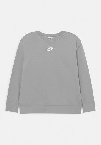 CLUB CREW - Felpa - light smoke grey/white