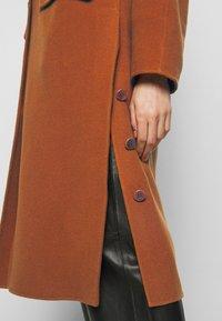 Proenza Schouler White Label - DOUBLEFACE COAT WITH SIDE SLITS - Zimní kabát - chestnut - 6