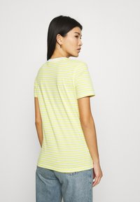 Selected Femme - PERFECT BOX CUT - Print T-shirt - yellow - 2
