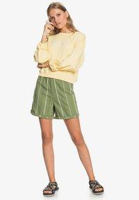 Roxy - DIAMOND GLOW - Shorts - vineyard green - 1