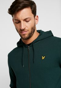 Lyle & Scott - Zip-up hoodie - jade green - 3