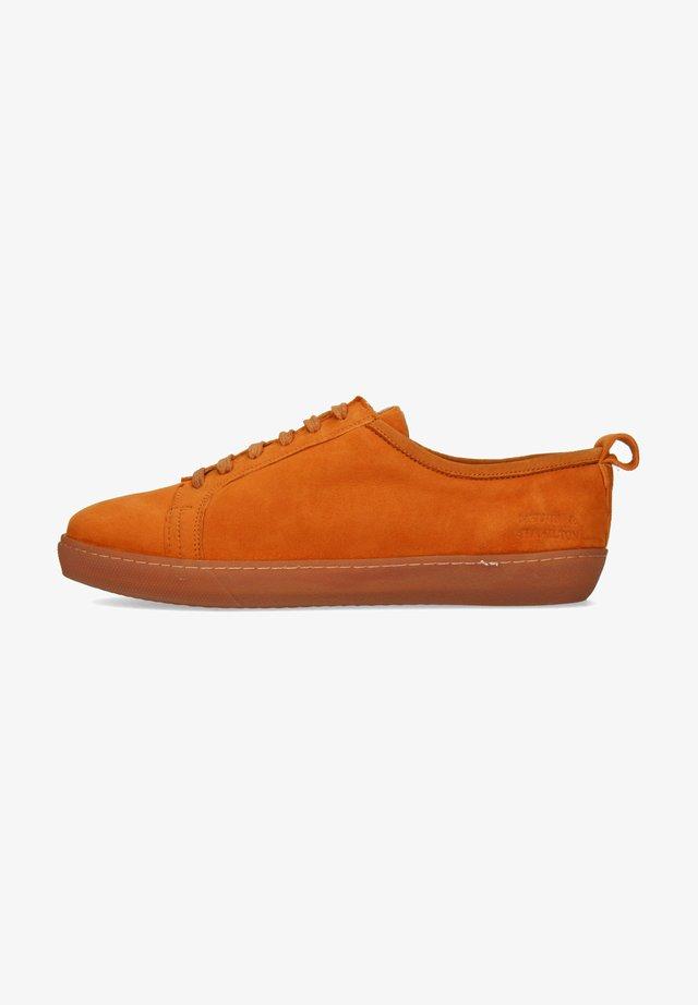AMBER  - Baskets basses - orange