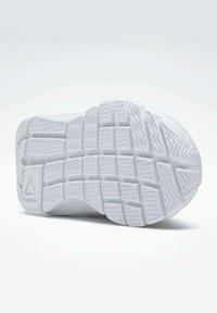 Reebok - RUSH  - Hardloopschoenen neutraal - white - 4