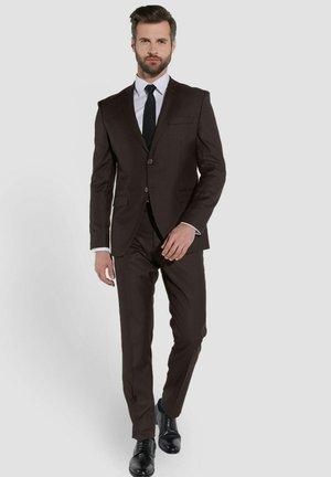 Suit - braun
