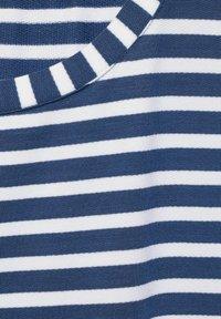 Street One - MIT STREIFEN MUSTER - Print T-shirt - blau - 4