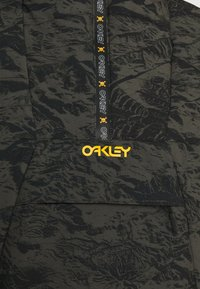 Oakley - CRUISER JACKET - Snowboard jacket - green - 3