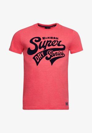 COLLEGIATE GRAPHIC STANDARD WEIGHT - Print T-shirt - future fuchsia