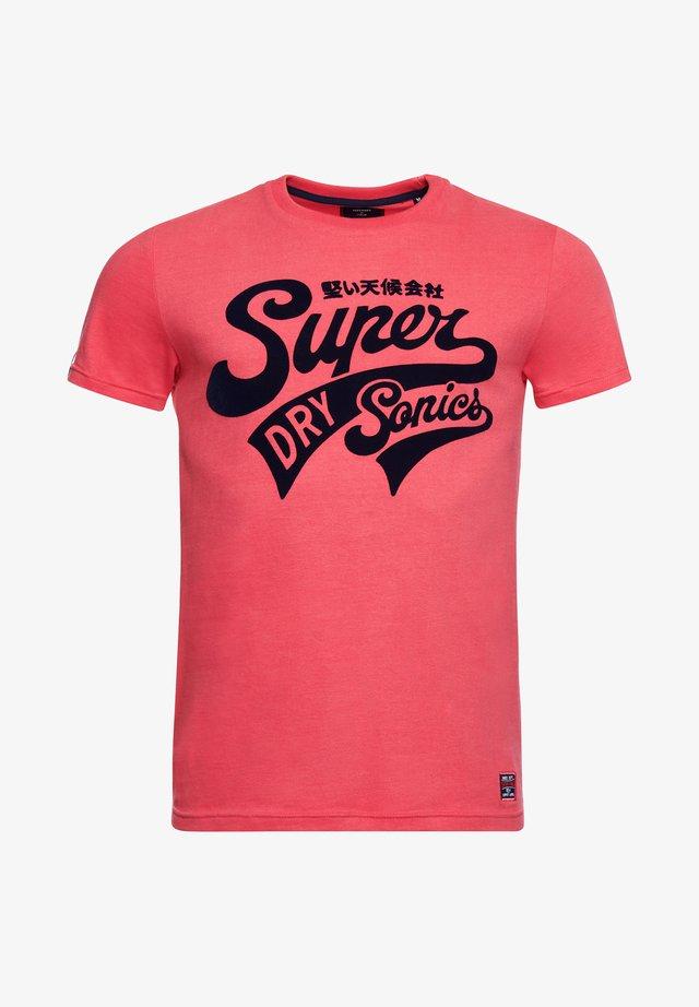 COLLEGIATE GRAPHIC STANDARD WEIGHT  - T-shirt imprimé - future fuchsia