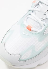 Nike Sportswear - Sneakers - white/teal tint/pure platinum/hyper crimson - 2