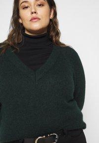 Selected Femme Curve - SLFLIA V NECK - Jumper - scarab - 3