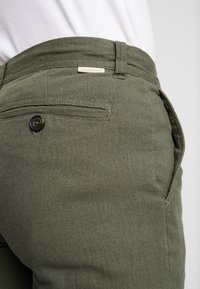 Springfield - PANT BASICO - Trousers - olive - 5