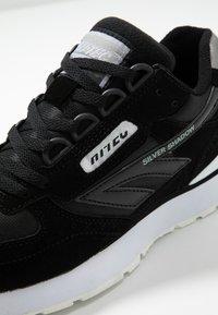 Hi-Tec - SHADOW - Chaussures d'entraînement et de fitness - black/cool grey - 5