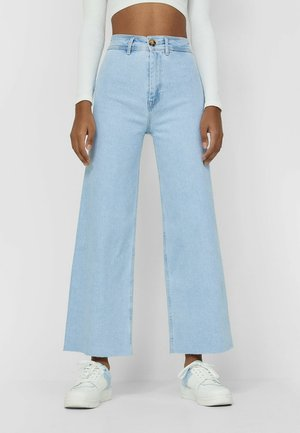 NAHTLOSE CROPPED - Flared Jeans - light blue