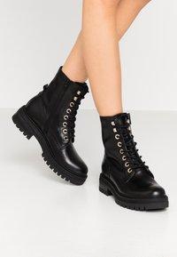 Zign - Kotníkové boty na platformě - black - 0